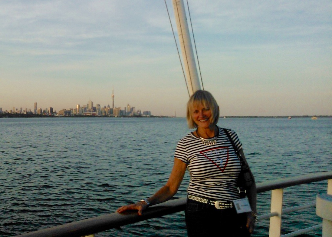 Lorne Park Dental hygienist, Jenny enjoys HPDA Toronto harbour cruise